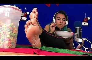 stunning bbw chafing fruitloops showing retire from big strong soles - Zamodels.com