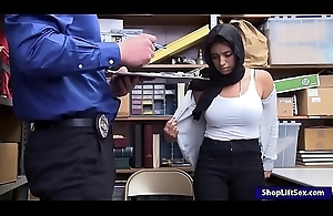 Arab stick-up man takes off clothes increased by smashed by LP officer