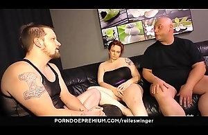 REIFE SWINGER - Gonzo MMF threeway adjacent to spoilt matures